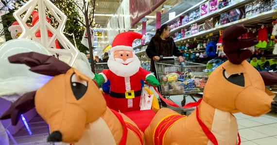 """Prawie 90 proc. konsumentów po skończeniu gonitwy za prezentami znowu rusza na łowy przy okazji posezonowych wyprzedaży. Coraz częściej wybierają ofertę sklepów internetowych - informuje """"Rzeczpospolita""""."""