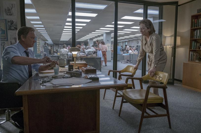 """Nowy film Stevena Spielberga """"Czwarta władza"""" to historia """"Pentagon Papers"""" - tajnego rządowego raportu, którego publikacja przez media ujawniła, iż władze USA nie mówiły prawdy o przebiegu wojny w Wietnamie. Amerykańska premiera filmu odbędzie się w piątek."""