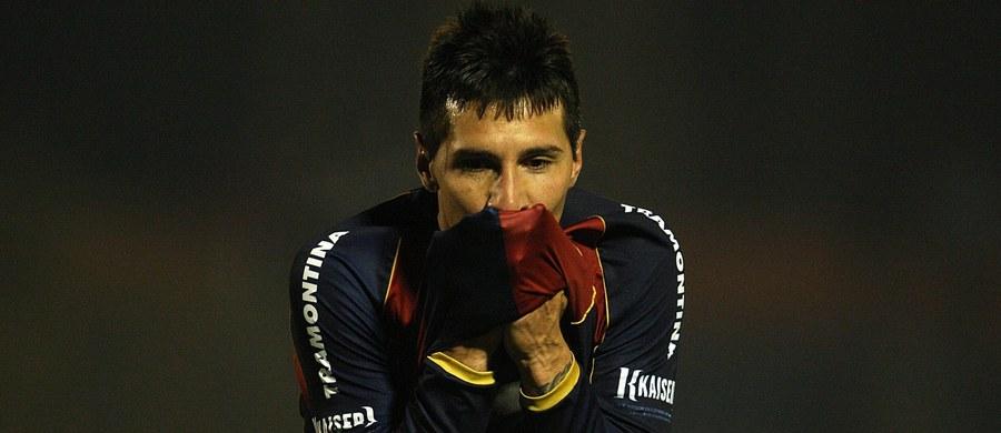 Paragwajski piłkarz pochodzenia argentyńskiego Jonathan Fabbro, były zawodnik m.in. zespołów Boca Juniors i River Plate Buenos Aires został aresztowany w Meksyku na podstawie listu gończego wydanego przez Interpol. Jest podejrzany o molestowanie nieletnich.
