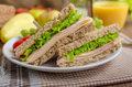 Zdrowa kanapka kontra śmieciowe jedzenie