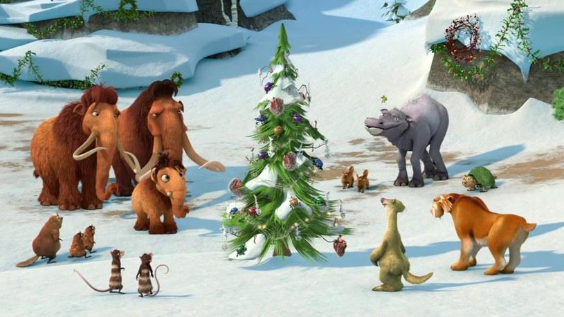 Jak spędzają święta ulubieńcy najmłodszych widzów? Co robią Smerfy, Barbie, mamut Maniek i Sid? Dowiemy się w specjalnych wydaniach znanych baśni. Oprócz tego klasyczne opowieści – jest w czym wybierać!