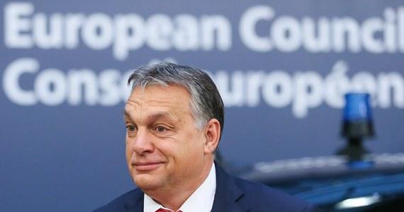 Węgry stanowią przeszkodę nie do ominięcia dla zastosowania art. 7 traktatu UE wobec Polski - zapewnił węgierski premier Viktor Orban, podkreślając, że kto atakuje Polskę, ten atakuje całą Europę Środkową.