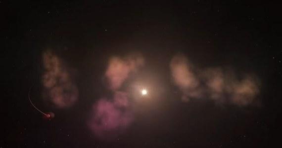 """550 lat świetlnych od nas, w gwiazdozbiorze Ryb, toczy się proces na miarę mitologicznej historii o Kronosie pożerajacym własne dzieci. Astronomowie z University of California w Los Angeles i Indiana University opisują na łamach czasopisma """"The Astronomical Journal"""" układ wokół gwiazdy RZ Piscium, która najwyraźniej... niszczy i rozbija w pył krążące wokół niej planety. To właśnie obłoki powstałego z nich gazu i pyłu przyczyniają się najprawdopodobniej do obserwowanego efektu """"mrugania"""" gwiazdy, jej nieregularnego przygasania."""