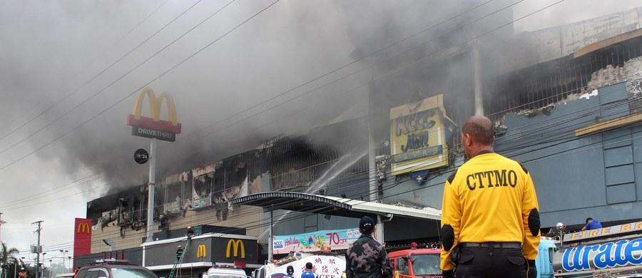Najprawdopodobniej 37 osób zginęło w pożarze centrum handlowego w mieście Davao na południu Filipin - poinformował rano czasu lokalnego zastępca burmistrza, Paolo Duterte.