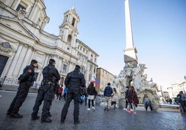 Mistrz rajdowy nauczy karabinierów z Rzymu szybkiej jazdy radiowozem