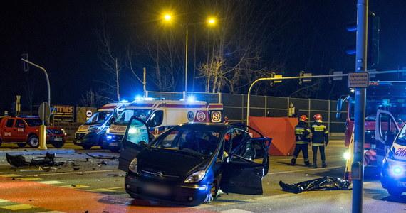 42 ofiary śmiertelne i 447 rannych w 373 wypadkach - to tragiczny bilans ostatnich pięciu dni na polskich drogach. Ponadto, od przedświątecznego piątku do drugiego dnia Świąt, policjanci zatrzymali 883 nietrzeźwych kierowców. To lepsze statystyki niż przed rokiem.