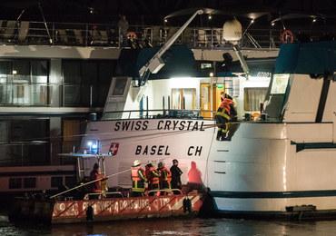 Niemcy: Statek pasażerski uderzył w filar mostu