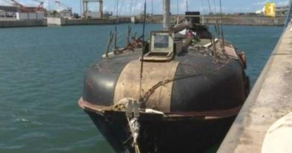54-letni Polak zapewnia, że dryfował w szalupie przez siedem miesięcy na Oceanie Indyjskim – u wybrzeży Afryki. Mężczyzna twierdzi, że żywił się suchym prowiantem i złowionymi rybami. Jego szalupa doholowana została przez ratowników do portu na francuskiej wyspie Reunion koło Madagaskaru.