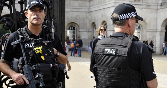 Dwóch mężczyzn o polskich nazwiskach zostało oskarżonych o zamordowanie mężczyzny w zachodnim Londynie. 36-letnia ofiara została znaleziona z ranami kłutymi - informuje BBC.