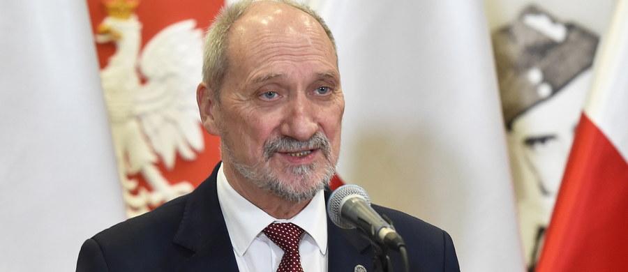 Z 20 mld zł przeznaczonych w tegorocznym budżecie obronnym na modernizację techniczną 13 mld zł zostało wydanych w polskich zakładach - powiedział w środę w Krakowie szef MON Antoni Macierewicz.