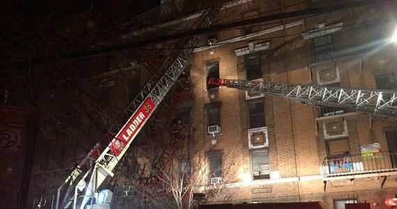 W pożarze, który wybuchł w budynku mieszkalnym w okręgu Bronx w Nowym Jorku, zginęło co najmniej 12 osób, w tym jedno dziecko – poinformował burmistrz Nowego Jorku Bill de Blasio. Jak dodał, cztery osoby spośród 15 rannych są w stanie krytycznym.