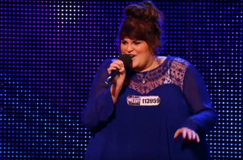 """Brytyjskie media rozpisują się o metamorfozie półfinalistki brytyjskiej edycji """"Mam talent"""". Rosie O'Sullivan drastycznie schudła po operacji żołądka."""