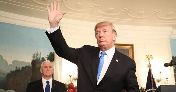 """Prezydent Donald Trump ocenił w opublikowanym w piątek wywiadzie dla """"New York Timesa"""", że na śledztwie w sprawie domniemanej rosyjskiej ingerencji w wybory w USA w 2016 roku cierpi wizerunek kraju. Dodał, że liczy, iż zostanie potraktowany sprawiedliwie."""