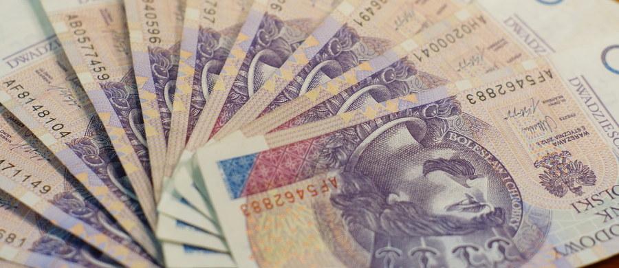 Policjanci poszukują włamywaczy, którzy ukradli z jednego z banków w Lipsku na Podlasiu dwa sejfy z pieniędzmi. Do włamania doszło tej nocy.