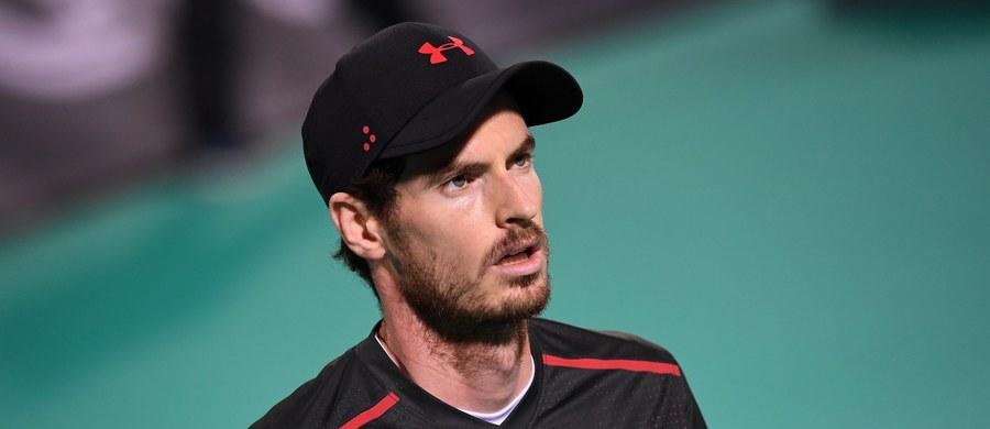 Brytyjski tenisista Andy Murray, były lider rankingu ATP, powrócił na kort po półrocznej przerwie spowodowanej kontuzją biodra. Na prośbę organizatorów turnieju pokazowego w Abu Zabi rozegrał jednego seta z Hiszpanem Roberto Bautistą Agutem, przegrywając 2:6.