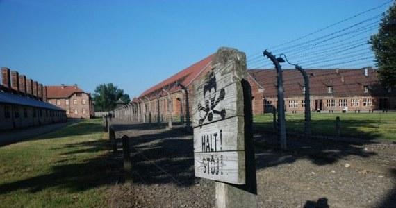 Krakowski Sąd Okręgowy uniewinnił w piątek dwóch obywateli Belgii od zarzutu kradzieży trzech izolatorów porcelanowych z ogrodzenia byłego niemieckiego obozu Auschwitz II-Birkenau, stanowiących dobro o szczególnym znaczeniu dla kultury. Sąd uznał, że oskarżeni nie wyczerpali znamion czynu zabronionego, ponieważ leżące poza ogrodzeniem muzeum fragmenty izolatorów nie są zabytkiem o szczególnym znaczeniu dla dóbr kultury.