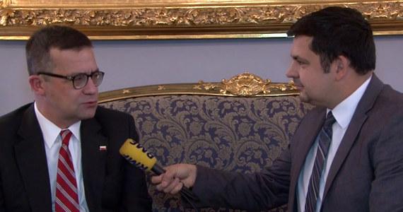 """""""Myślę, że to będzie bardzo dobry rok i współpraca będzie jeszcze lepsza"""" - mówi Piotr Wilczek ambasador Rzeczpospolitej Polskiej w Waszyngtonie o relacjach ze Stanami Zjednoczonymi w nadchodzącym roku. Nasz amerykański korespondent Paweł Żuchowski rozmawiał z polskim dyplomatą o tym jaki był to rok i co może wydarzyć w relacjach z USA w ciągu najbliższych miesięcy."""