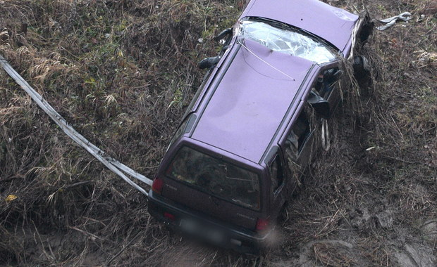 Przyczyną śmierci 5 młodych ludzi, których ciała uwięzione w samochodzie wyłowiono w piątek z Wisłoka w Tryńczy na Podkarpaciu, było utonięcie. To wstępne wyniki sekcji zwłok.