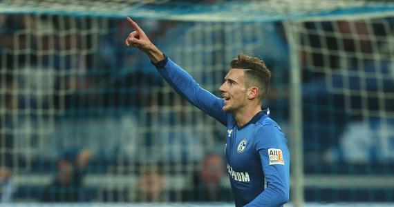 Leon Goretzka, piłkarz reprezentacji Niemiec i Schalke 04 Gelsenkirchen, od lata będzie zawodnikiem Bayernu Monachium - informują zagraniczne media. Do drużyny mistrzów kraju, w której występuje Robert Lewandowski, ma przejść na zasadzie wolnego transferu.
