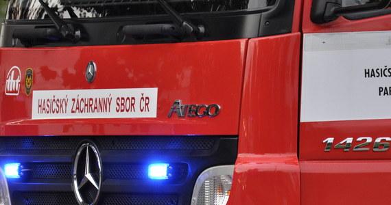 W Ołomuńcu w ostatni dzień 2017 roku zapalił się sklep obuwniczy wyspecjalizowany w sprzedaży pantofli do tańca - poinformowała agencja CTK. Szkody wstępnie oszacowano na 60 tys. euro. W pożarze nikt nie ucierpiał.