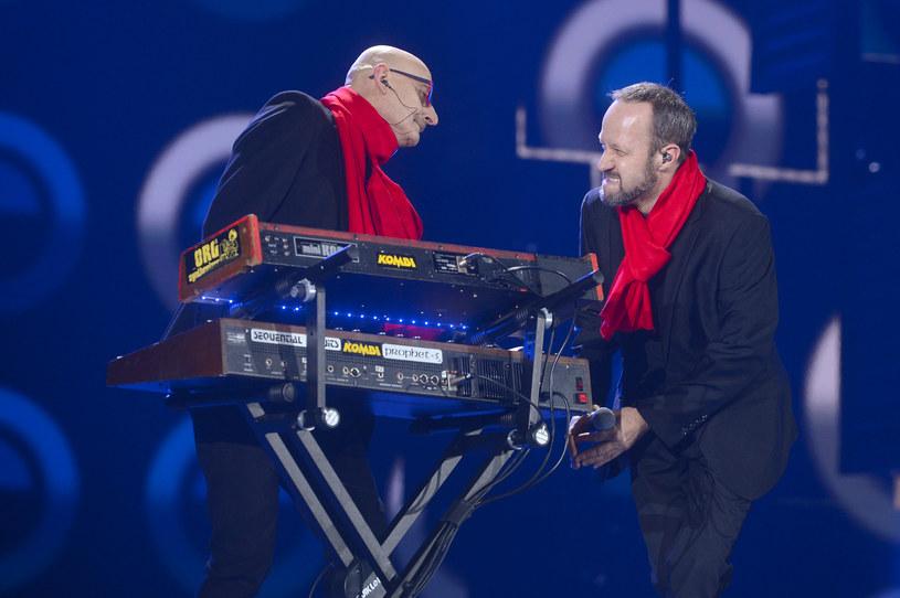 """Na stronach Interii możecie już zobaczyć nowy teledysk """"Niech noc połączy"""" grupy Kombi dowodzonej przez grającego na klawiszach Sławomira Łosowskiego."""
