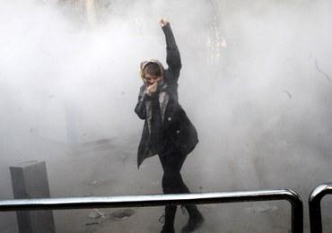 Irańska telewizja: Podczas nocnych demonstracji zginęło 9 osób