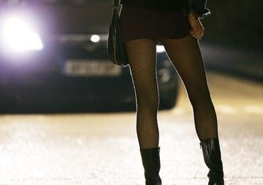 Bolesny finał spotkania z prostytutkami. 44-latek z trzema widelcami w... penisie