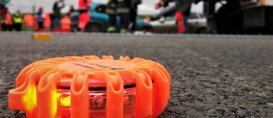 Tragiczny wypadek na autostradzie A4 na wysokości Rogowa Opolskiego w okolicach Krapkowic. Samochód osobowy potrącił tam mężczyznę.