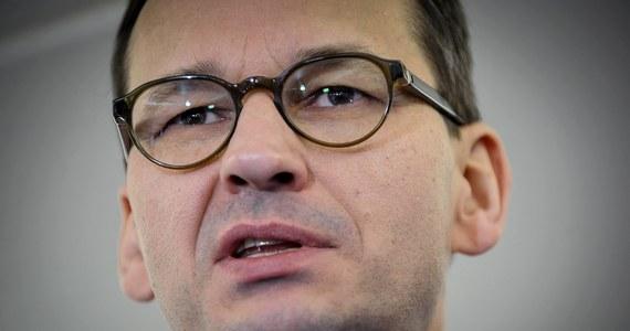 Premier Mateusz Morawiecki udaje się dziś z wizytą do Budapesztu. Ma się spotkać m. in. z szefem węgierskiego rządu Viktorem Orbanem. Chce usłyszeć od niego zapewnienia, że Węgry staną murem za Polską, gdyby Unia Europejska chciała na nas nałożyć sankcje.
