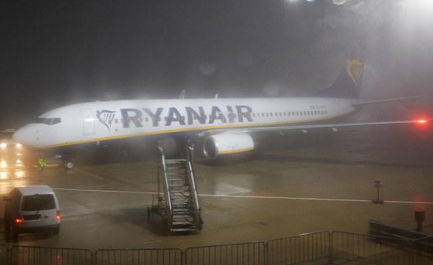Otworzył wyjście ewakuacyjne i wyskoczył na skrzydło samolotu. Brytyjskie media opisują historię 57-letniego Polaka, który był tak zdenerwowany tym, że załoga przez kilkadziesiąt minut nie pozwala nikomu opuszczać samolotu, iż postanowił wyjść z maszyny na własną rękę.