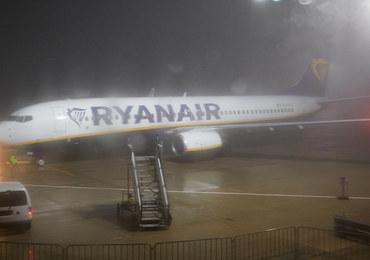 Zniecierpliwiony Polak wyszedł na skrzydło samolotu przez wyjście ewakuacyjne