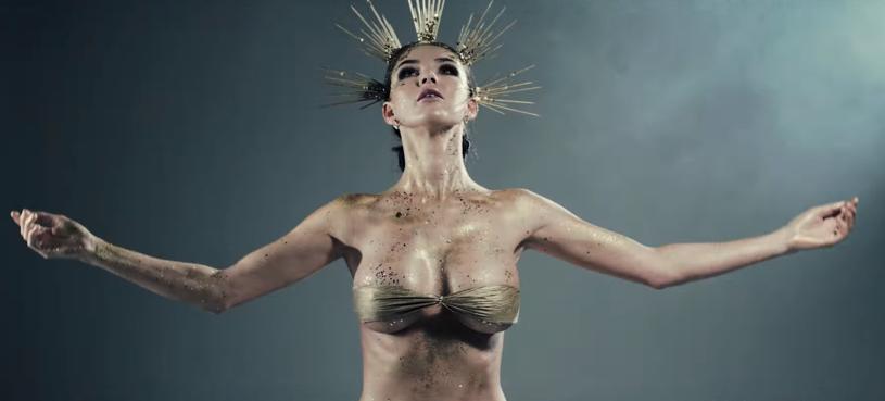 """Poniżej możecie zobaczyć teledysk """"Icarus"""" dowodzonej przez Kubę Krupskiego grupy Tune."""