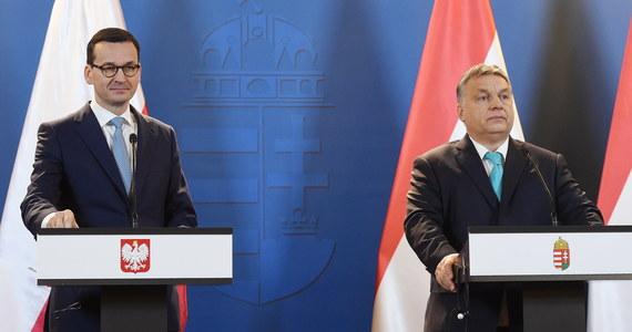 Rok 2018 będzie bardzo ważny dla Europy, miniony okres pokazał, co dobrze, a co źle funkcjonuje w Unii Europejskiej - mówił po spotkaniu z premierem Mateuszem Morawieckim w Budapeszcie szef węgierskiego rządu Viktor Orban. Morawiecki z kolei zaznaczył, że Polska  nie zmieni swojej polityki wobec migracji.