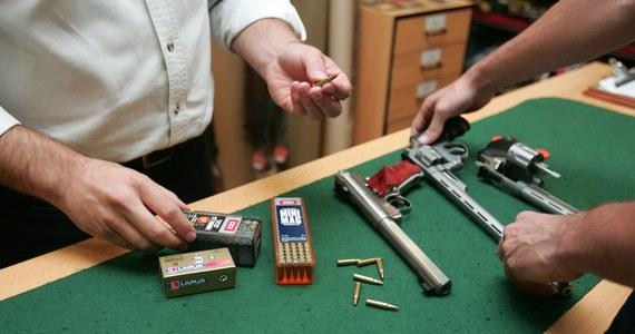 Z opublikowanego raportu FBI wynika, że w 2017 roku sprzedano w Stanach Zjednoczonych rekordową ilość broni palnej - aż 25 milionów sztuk.