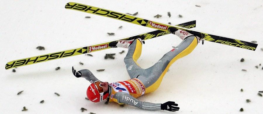 Niemiec Richard Freitag wycofał się z ostatniego konkursu Turnieju Czterech Skoczni, który odbędzie się w sobotę w austriackim Bischofshofen. Lider klasyfikacji generalnej Pucharu Świata nie chce ryzykować po czwartkowym upadku w Innsbrucku.