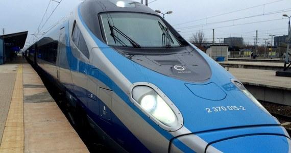 PKP Intercity bliskie jest rozpoczęcia montażu WiFi w składach Pendolino. Urządzenia będą instalowane w miarę jak pociągi będą przechodziły okresowe przeglądy - poinformował Krzysztof Mamiński, prezes zarządu PKP S.A.