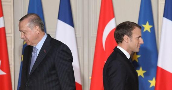 """Prezydent Francji Emmanuel Macron podczas wspólnej konferencji prasowej z tureckim prezydentem Recepem Tayyipem Erdoganem zamknął Turcji drzwi do Unii Europejskiej, proponując w zamian """"zacieśnienie współpracy lub stowarzyszenie"""" z UE."""
