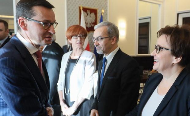 Jakie zmiany w rządzie? Co przyniesie rozmowa Morawiecki – Juncker? Czy opozycja zrobi krok w stronę zjednoczenia? To tylko niektóre pytania, które przyniesie nowy tydzień w polityce. Posłowie będą dyskutowali też między innymi o aborcji, ordynacji wyborczej i budżecie.