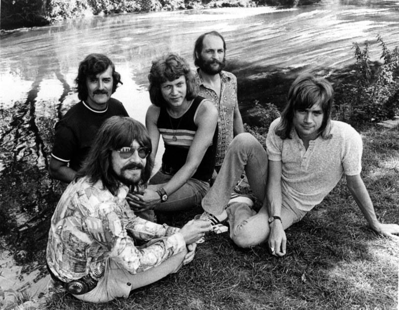 """W wieku 76 lat zmarł Ray Thomas, flecista, wokalista i założyciel grupy The Moody Blues, której największym przebojem pozostaje """"Nights in White Satin""""."""