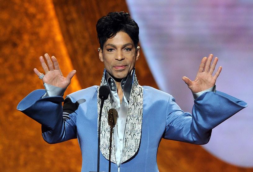 """Ostra dyskusja na Twitterze dotycząca """"Korony królów"""", nowego serialu TVP, przypadkiem stała się również wymianą poglądów na temat tego, czy Prince tworzył lepszą muzykę niż wykonawcy disco polo."""