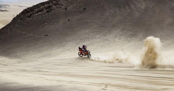 Motocyklista Sam Sunderland, który po zwycięstwie na trzecim etapie prowadził w klasyfikacji generalnej Rajdu Dakar, w końcówce czwartego etapu miał wypadek. Brytyjczyk musiał się wycofać.