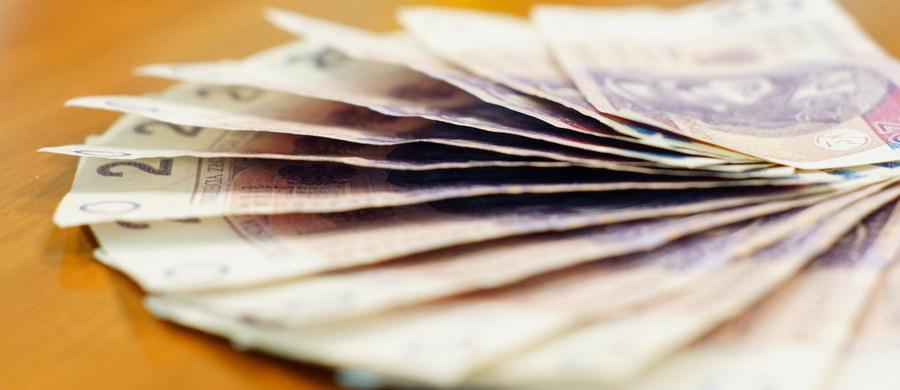 """Osoby, które wzbogacą się, grając np. w karty lub w kości w kasynach lub poza nimi, będą zwolnione z podatku dochodowego - podaje """"Dziennik Gazeta Prawna"""", cytując opublikowany we wtorek projekt noweli."""