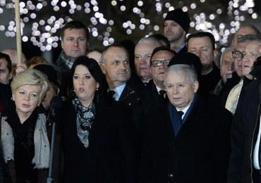 93. miesięcznica. Kaczyński: Chwała tym, którzy walczyli o prawdę na czele z Antonim Macierewiczem
