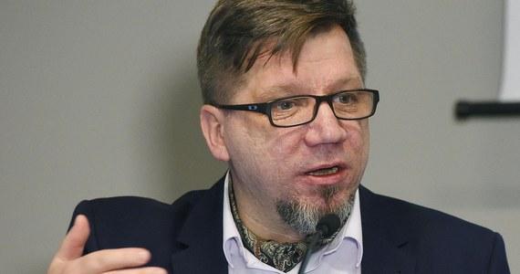 Przewodniczący KRRiT Witold Kołodziejski uchylił decyzję w sprawie nałożenia kary na TVN i zapowiedział stworzenie Medialnego Okrągłego Stołu - poinformowała na swojej stronie Krajowa Rada Radiofonii i Telewizji.