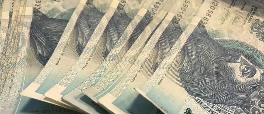 Zuchwały napad na konwojentów z pieniędzmi w Płocku. Dwóch zamaskowanych bandytów ukradło kasetkę ze sporą kwotą - ustalił reporter RMF FM.