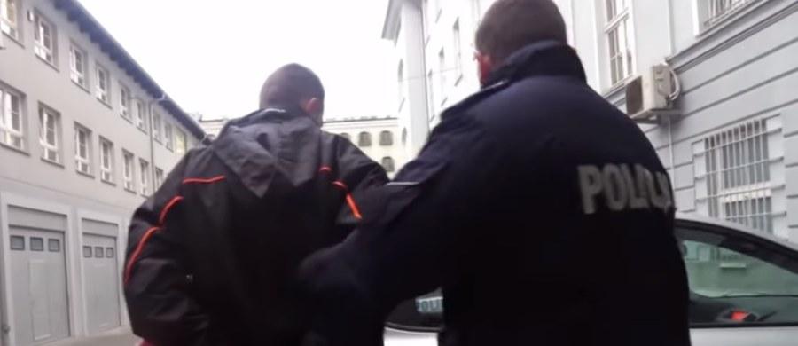 Sąd Rejonowy w Gdańsku aresztował na trzy miesiące 32-letniego mieszkańca Gdańska, który dwa late temu napadł i okradł studentkę wracającą do akademika. Sprawca kopnął w twarz swoją ofiarę, a następnie ukradł jej torbę z laptopem. Mężczyzna odpowie za rozbój, grozi mu kara do 12 lat pozbawienia wolności.