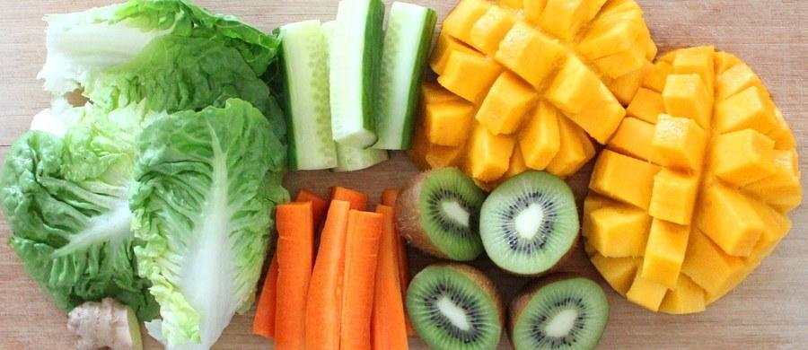 Mniej niż dziesięć procent Europejczyków jest na diecie wegetariańskiej. Najnowsze wytyczne żywieniowe wskazują jednak jednoznacznie – im mniej mięsa w diecie, tym lepiej dla naszego zdrowia. Warto o tym pamiętać w Dniu Wegetarian.