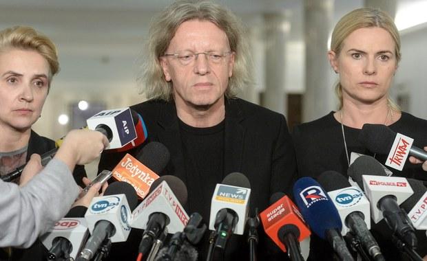 W związku z napiętą sytuacją w Nowoczesnej, przewodnicząca klubu Kamila Gasiuk-Pihowicz, wydała swoim posłom zakaz wypowiedzi medialnych - dowiedział się nieoficjalnie reporter RMF FM Patryk Michalski. Nie dotyczy on jedynie szefowej partii Katarzyny Lubnauer, Witolda Zembaczyńskiego, Piotra Misiły oraz samej Gasiuk-Pihowicz.