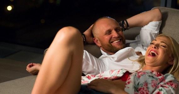 """12 stycznia do kin w całej Polsce wchodzi komedia romantyczna """"Narzeczony na niby"""" w reżyserii Bartosza Prokopowicza. """"To jest film o różnych odsłonach miłości - jest miłość porzucona, nieszczęśliwa, jest miłość własna, synowska, ojcowska, ale też miłość odzyskana, więc proszę się nie denerwować"""" - mówi w RMF FM grający jedną z głównych ról Piotr Adamczyk."""