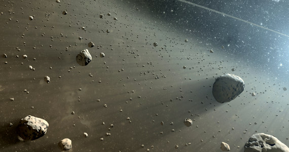 """Meteoryty przyniosły na Ziemię składniki niezbędne do powstania życia - twierdzi miedzynarodowy zespół naukowców. Przy czym nie zdarzyło się to wcale przed miliardami lat, ale pod koniec... XX wieku. Dowody na to publikuje w najnowszym numerze czasopismo """"Science Advances"""". Jeśli autorzy pracy na ten temat mają rację i jest to możliwe teraz, nie ma powodów, by nie mogło się wydarzyć już kiedyś. Być może więc meteoryty faktycznie mogły przynieść życie na Ziemię także przed miliardami lat."""